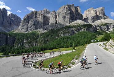 Die  TOUR-Transalp ist Europas spektakulärstes Rennrad-Etappenrennen für Jedermann. Die Route führte  durch die wunderschönen Dolomiten mit fantastischen Panoramen . . . Foto: Uwe Geißler