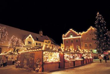 Sterzing war einst eine berühmte Handelsstadt. Im Winter fasziniert der mittelalterliche Stadtkern mit seinem beschaulichen Weihnachtsmarkt.